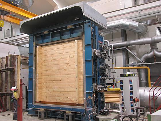 Massivholz bietet hohe Feuerbeständigkeit - Foto: HONKA