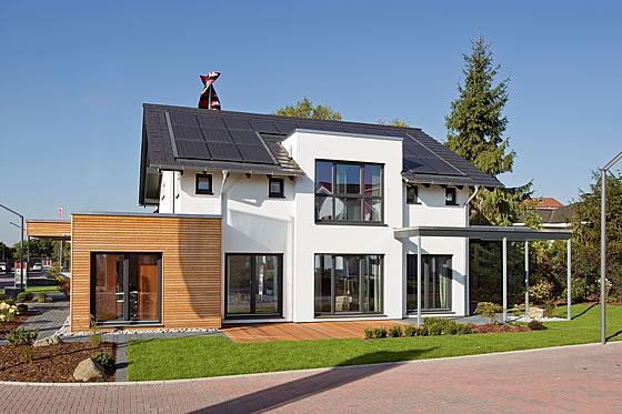 Ökologie und Ökonomie im Einklang: EnergiePlus Haus R 140.20 nutzt Heizung, Warmwasser und Co. als Gewinnungsanlagen - Foto: Fingerhut Haus