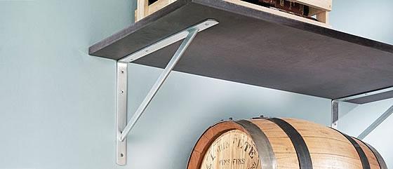 Wandregale und Konsolen machen das Zuhause sicherer und aufgeräumter. Foto: Schwerlastkonsole von Regalraum
