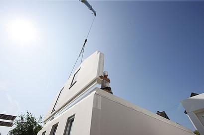 fingerhaus baut haus nr 8000 ein service von. Black Bedroom Furniture Sets. Home Design Ideas