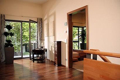 eine stadtvilla der extraklasse ein service von. Black Bedroom Furniture Sets. Home Design Ideas