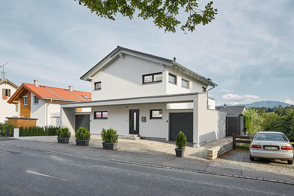 Satteldach Landhaus 139 von LUXHAUS Vertrieb GmbH & Co. KG