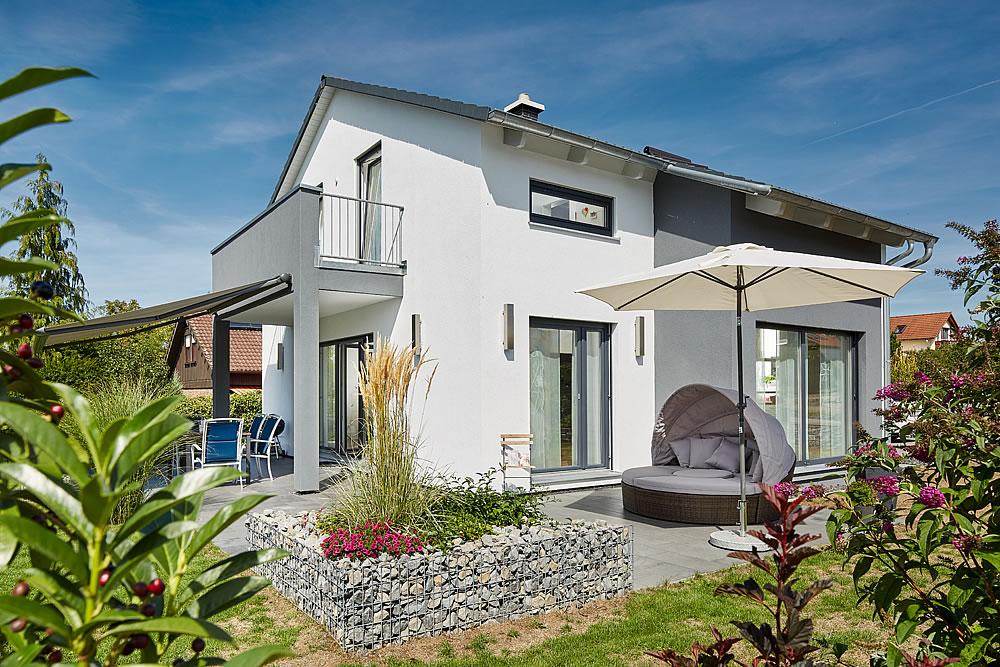 Satteldach Landhaus 143 von LUXHAUS Vertrieb GmbH & Co. KG