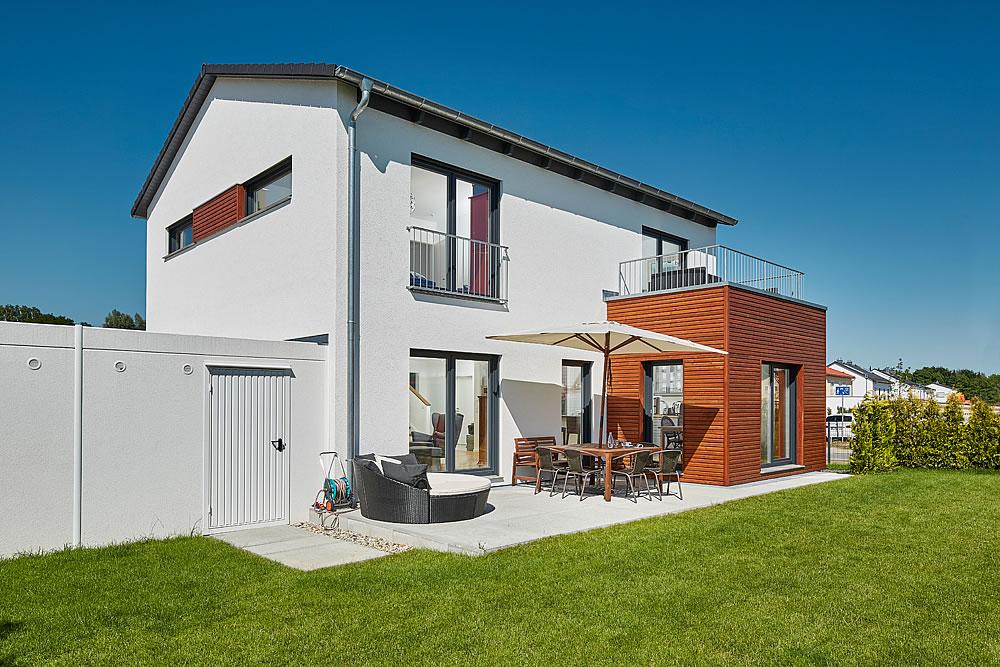 Satteldach Landhaus 151 von LUXHAUS Vertrieb GmbH & Co. KG