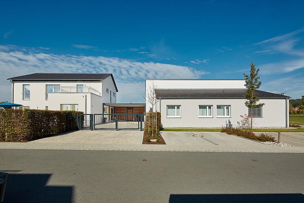 Satteldach Landhaus 200 von LUXHAUS Vertrieb GmbH & Co. KG