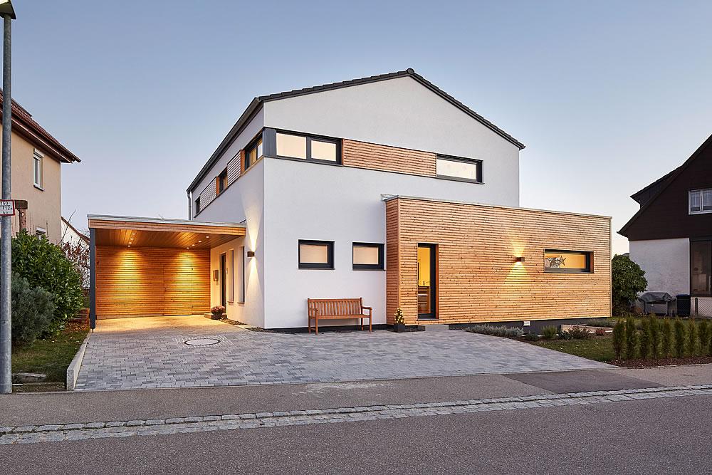 Satteldach Landhaus 207 von LUXHAUS Vertrieb GmbH & Co. KG