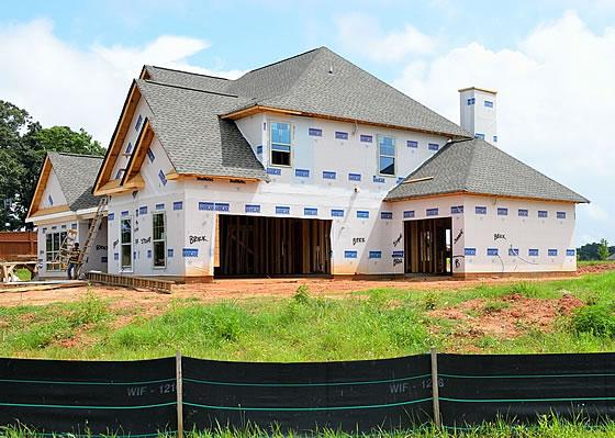 Wer sich beim Hausbau an den Kriterienkatalog der KfW hält, kann Fördermittel nutzen. Foto: pixabay.com / paulbr75