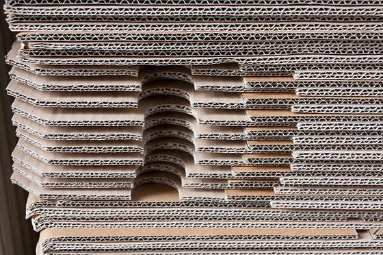 Pappe als Möbelstück. Foto: stumm / pixabay.com