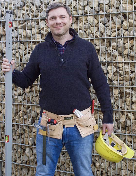 Der Fertighausexperte Tobias Beuler im Einsatz für die Bauherren.