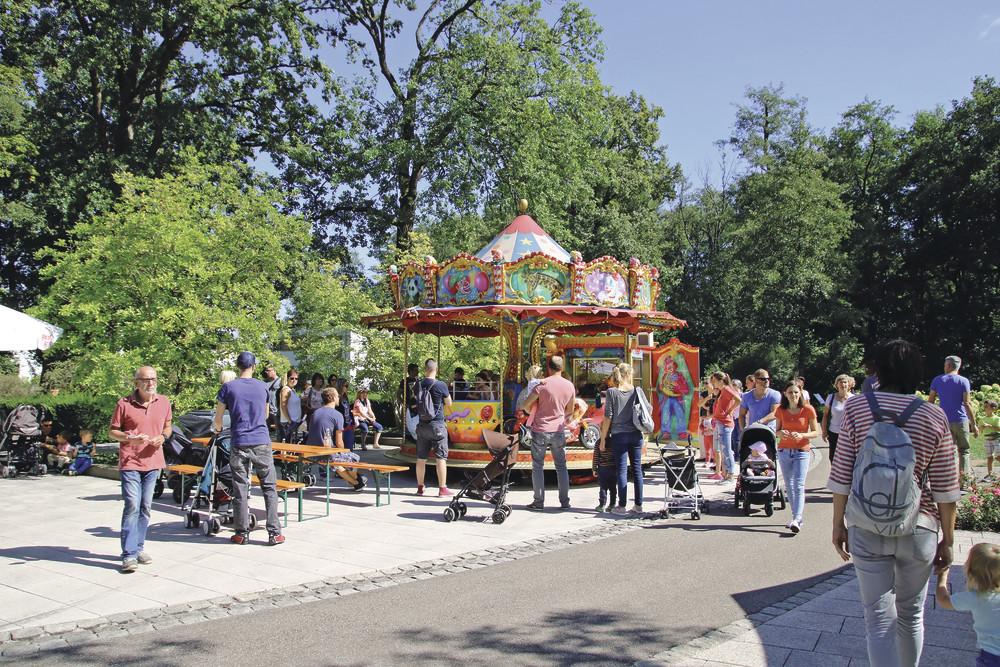 Während dem Sommerfest am Sonntag, 1. September 2019, finden drei Werksführungen statt. Treffpunkt ist im Foyer der World of Living. Foto: WeberHaus