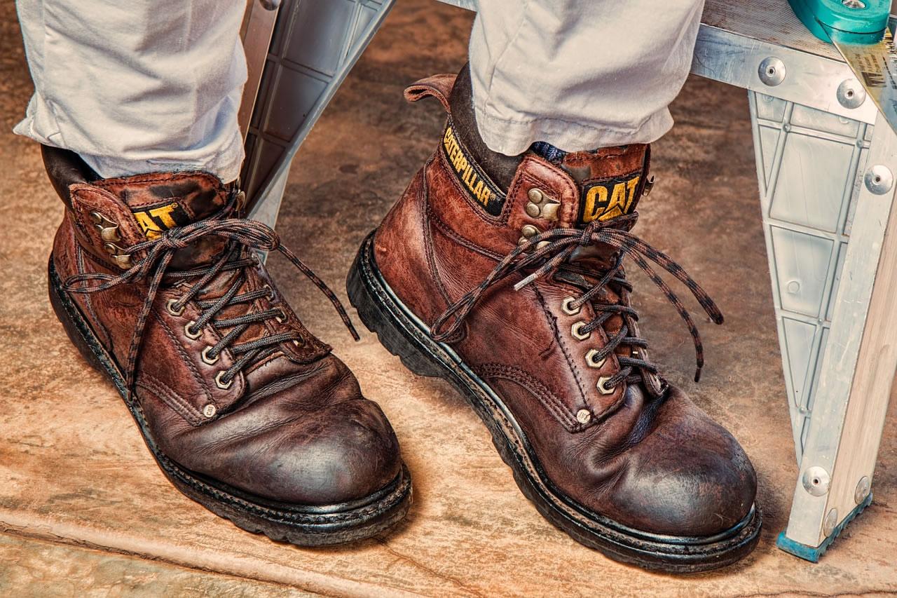 Beim Heimwerken auf Nummer sicher gehen: mit Qualitätswerkzeug und der richtigen Arbeitskleidung. Foto: pixabay.com / Steve Buissinne