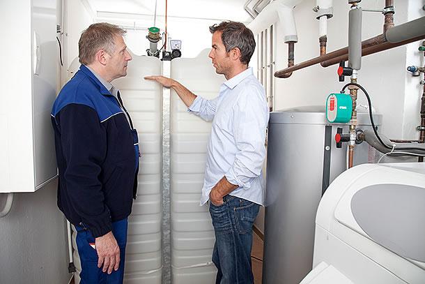 Moderne Heizöltanksysteme besitzen mittlerweile eine geprüfte Geruchssperre, damit Ölgeruch im Haus tatsächlich der Vergangenheit angehört. Zudem verfügen moderne Kunststofftanks über eine doppelwandige Außenhülle, weshalb man nach einem Tankaustausch auf eine extra Auffangwanne verzichten kann. BV Lagerbehälter e.V