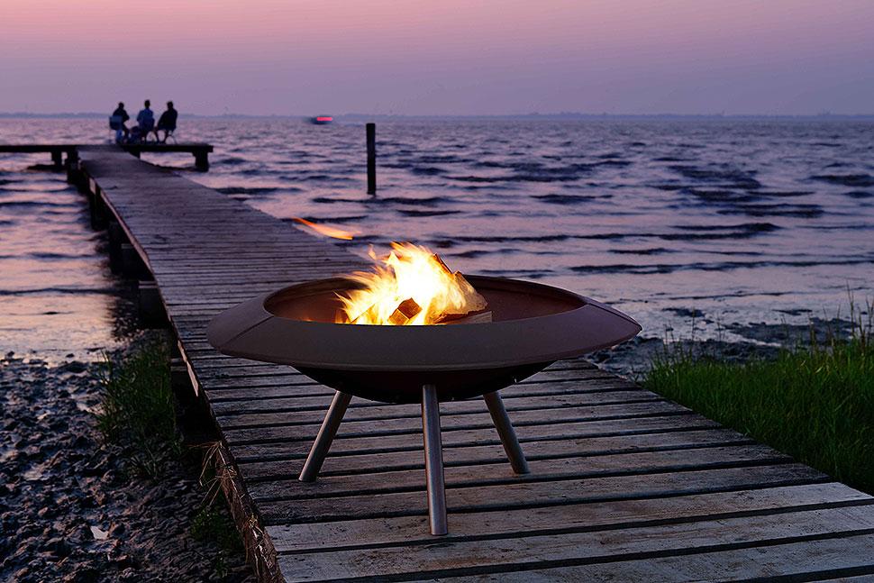 Knisterndes Lagerfeuer – Symbol für Freiheit und Abenteuer. Foto: LEDA