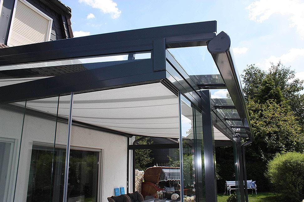 Richtiger Schutz vor Sommerunwettern für die Terrasse. Foto: SUNFLEX