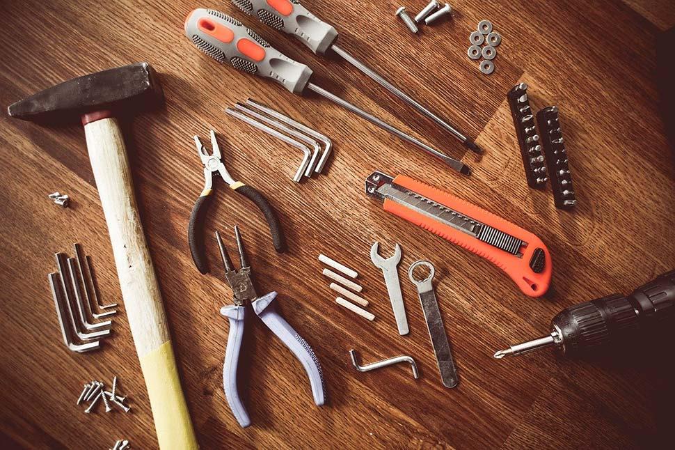 Ist Werkzeug lange Zeit der Umgebungsluft ausgesetzt, rostet es. Ein Werkzeug Koffer ist hier die Lösung. Foto: picjumbo / pixabay