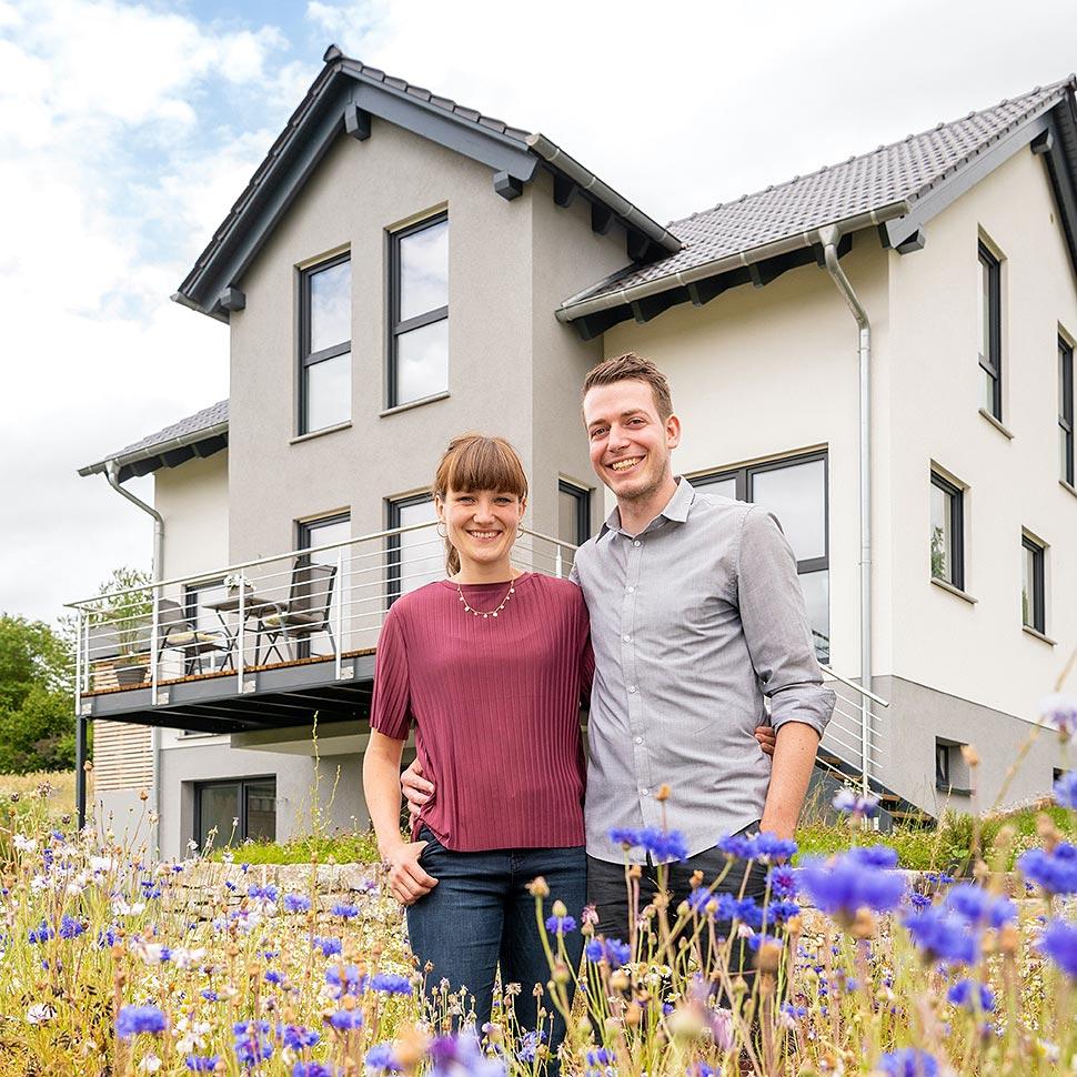 Modernes Satteldachhaus mit Erker von Fingerhut Haus. Foto: Fingerhut Haus