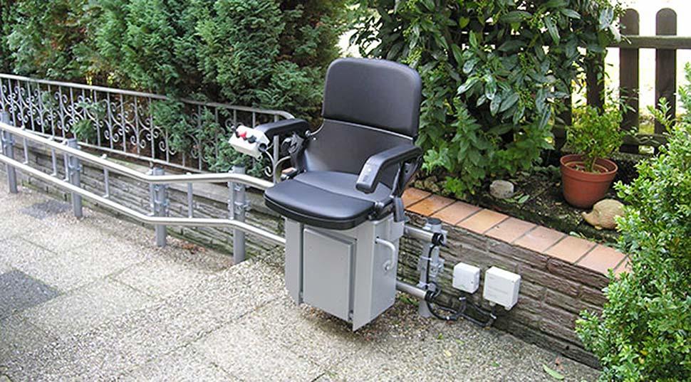 Treppenlift für Draußen: Lebensqualtität zurück gewinnen. Foto: HIRO