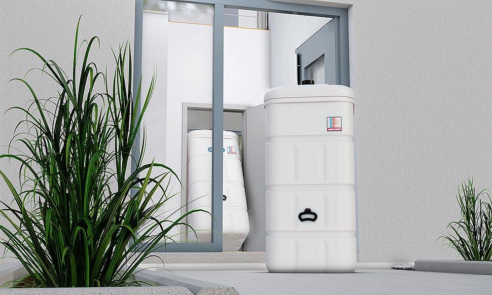Moderne Öltankbehälter sind in der Regel schmal  und handlich. Entsprechend passen die Öltanks  selbst durch den kleinsten Türrahmen. Foto: Bundesverband Lagerbehälter e.V.,