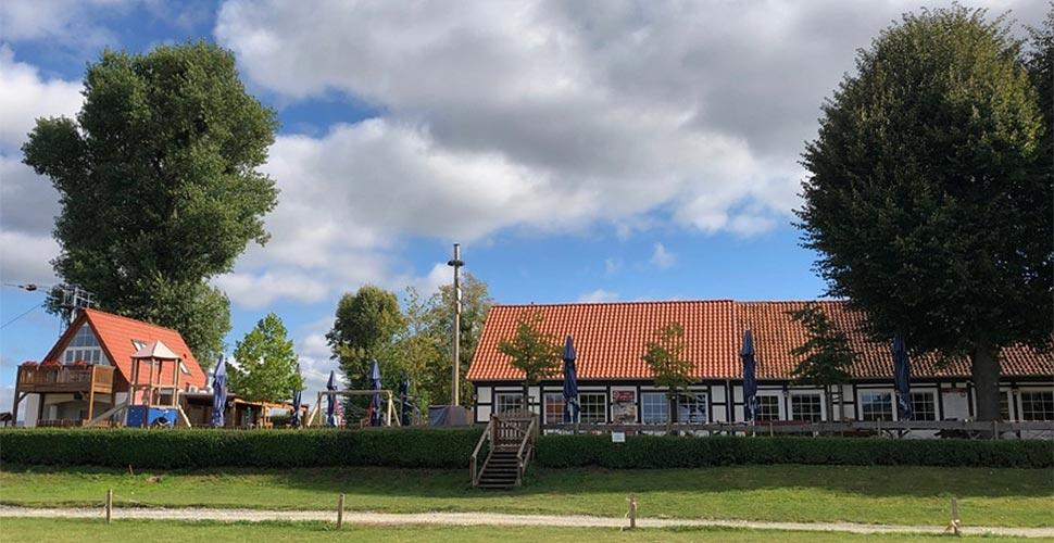 Durch einen Anbau erweitert: Das Gohnder Fährhaus an der Weser. Foto: Meisterstück HAUS