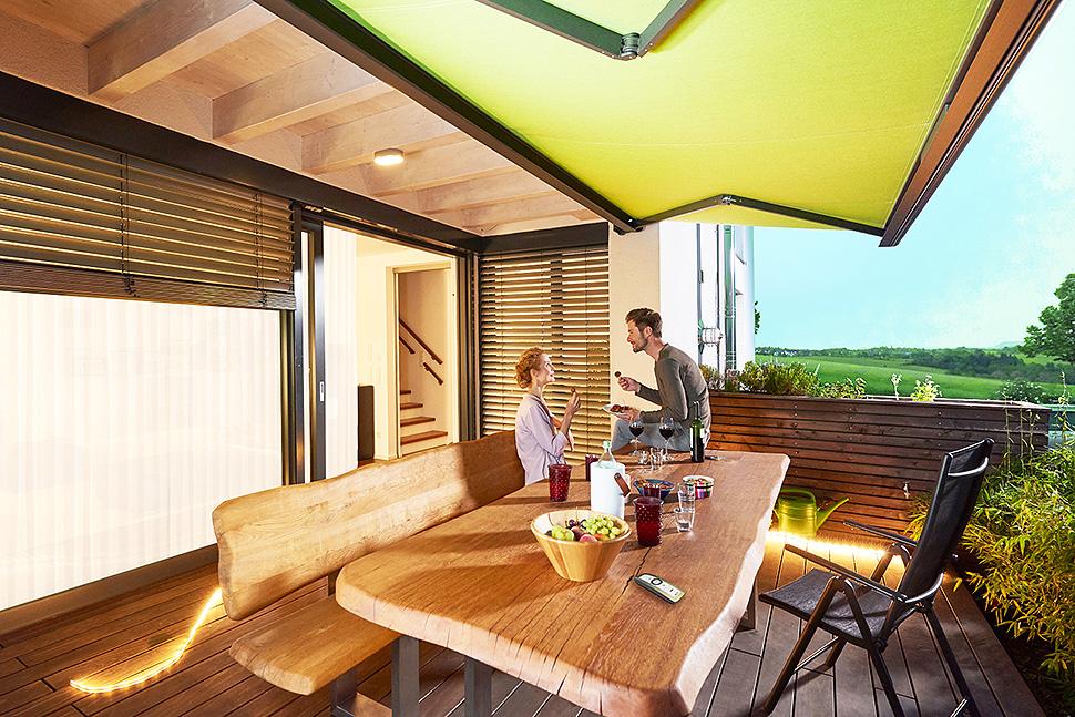 Perfekter Sonnenschutz für Balkon und Terrasse Quelle: Bundesverband Rollladen + Sonnenschutz e.V.