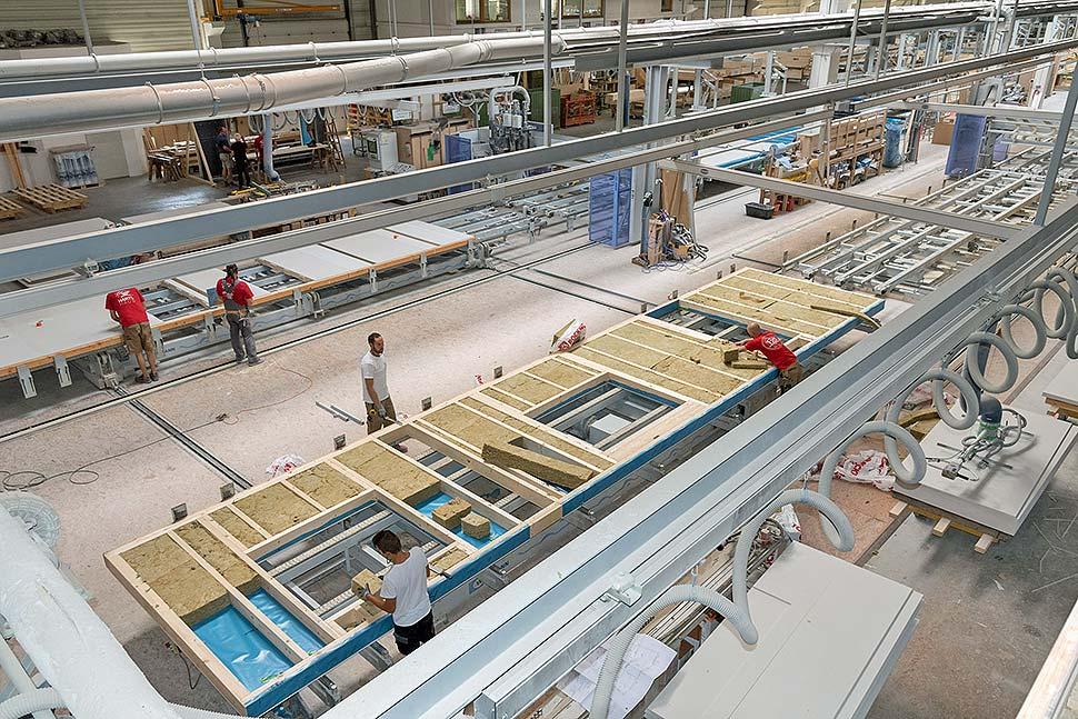Die industrielle Vorfertigung verkürzt die Bauzeit. Foto: BDF / HARTL HAUS