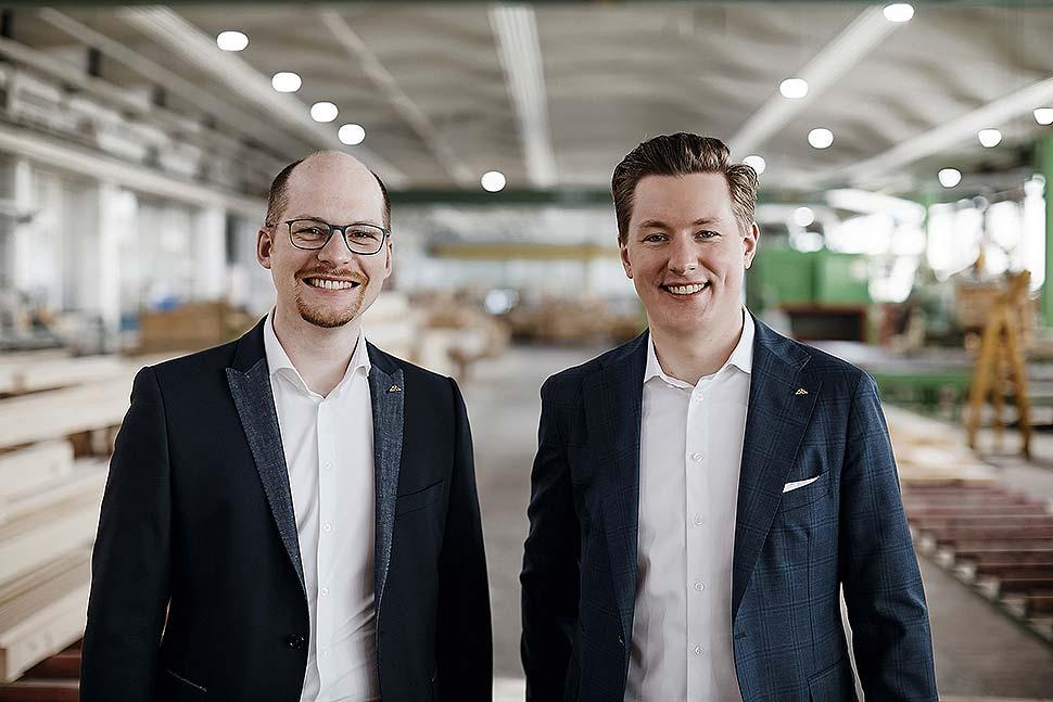 v.l.n.r.: Benedikt Huf und Christian Huf – die neue Doppelspitze von HUF HAUS. Foto: HUF HAUS