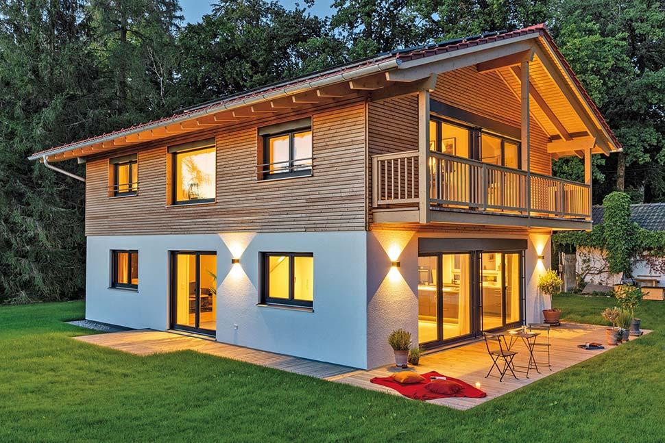 Holz-Fertighäuser werden innen und außen individuell geplant. Foto: BDF / Regnauer Hausbau