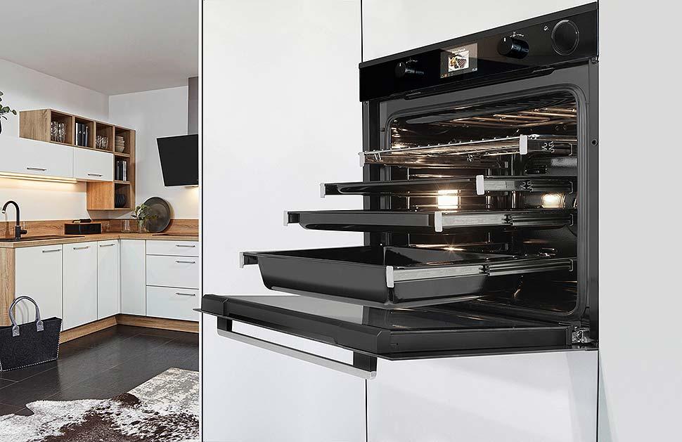 Großes Volumen, klares Design, 140 Automatikprogramme, mit Selbstreinigung oder Dampffunktion. Foto: Oranier Küchentechnik