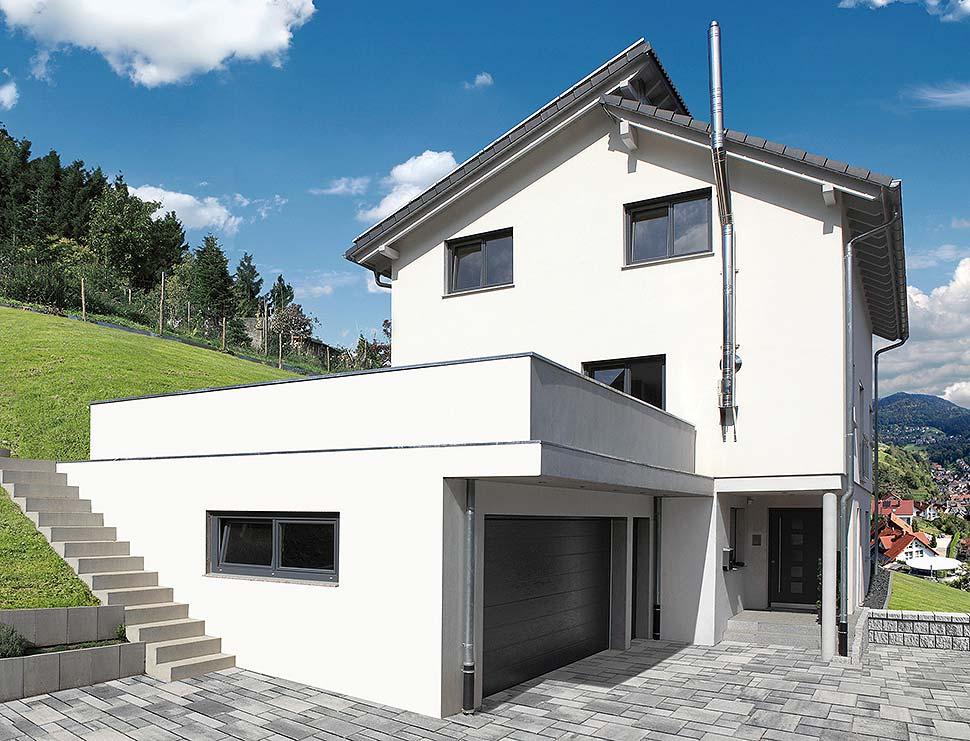 Ein Keller vergrößert die Nutzfläche und die Wohnfläche des Hauses. Besonders auf einem Hanggrundstück ist er die bessere Wahl. Foto: GÜF / Bürkle