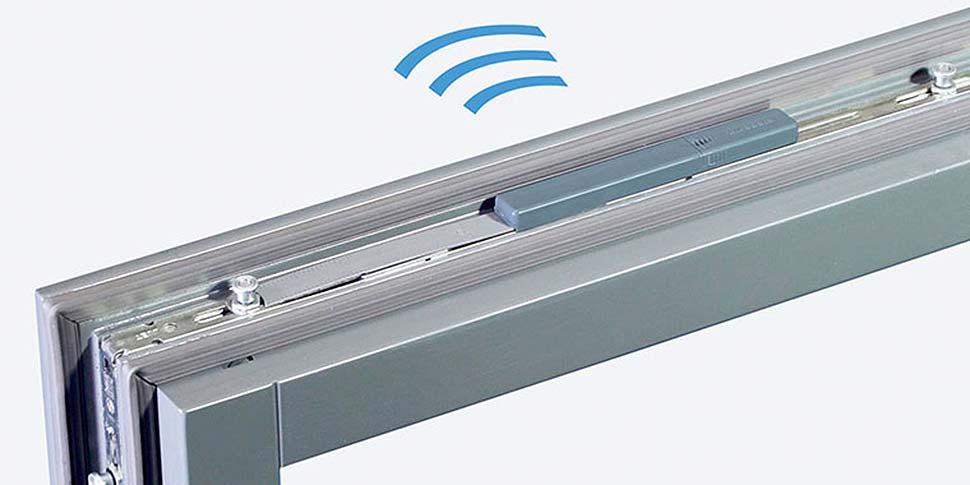 Der Fenstersensor informiert zuverlässig über den Öffnungszustand von Fenstern – Fehlstellungen der Griffe eingeschlossen. Foto: djd / SIEGENIA-AUBI KG