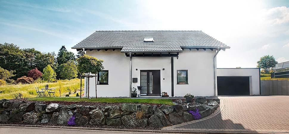 Offen für eine 5-köpfige Familie: Das moderne energiesparende Fingerhut Haus Amika. Foto: Fingerhut Haus