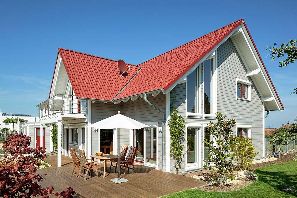 Holz verhilft Landhäusern auf natürliche Weise zu Gemütlichkeit. Foto: BDF / Stommel-Haus